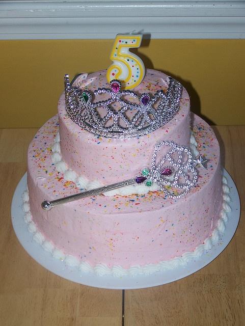 Simple Princess Cake Design : 25+ Best Ideas about Princess Crown Cake on Pinterest ...