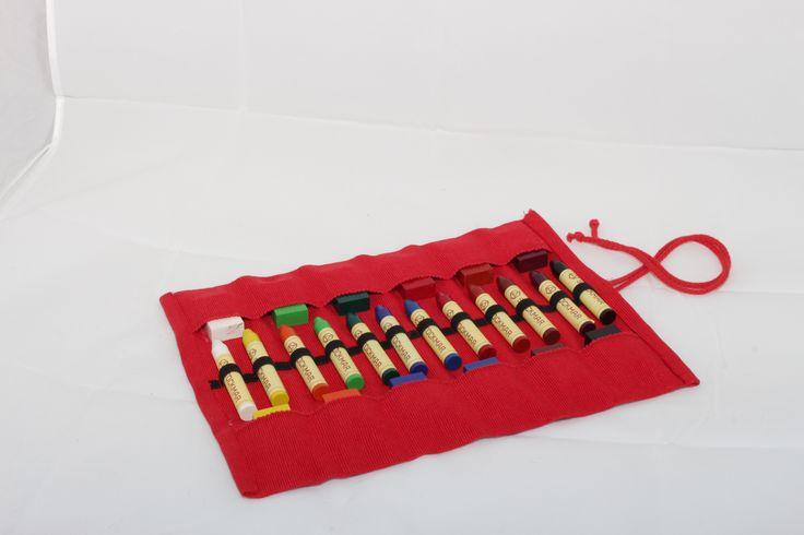 Rollmäppchen grün, gefüllt (12 Stück Stockmar Wachsmalstifte- u. Blöckchen)