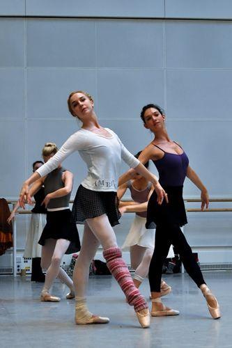 Merrill Ashley rehearses dancers of The Royal Ballet for Ballo della regina.
