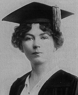 Christabel Pankhurst (c. 1906).  Striking resemblance to Alex Kingston - hello, sweetie!.