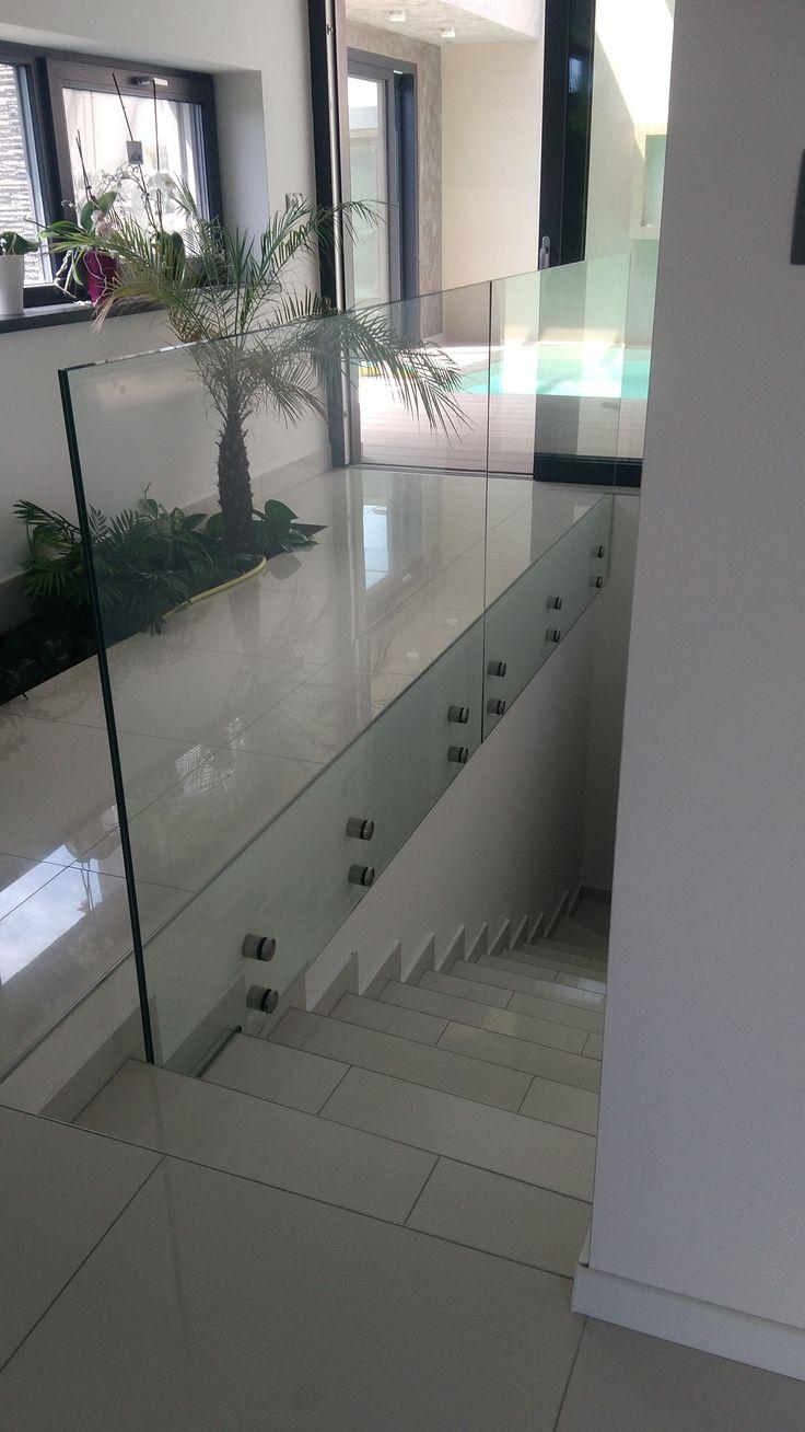 sklenené zábradlie kotvené na samonosné body