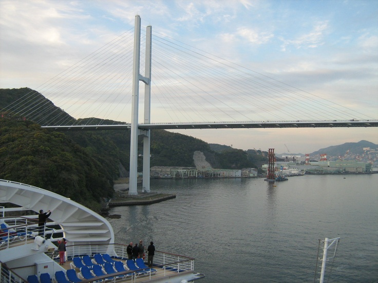 Diamond Princess: leaving Nagasaki (april 2013)