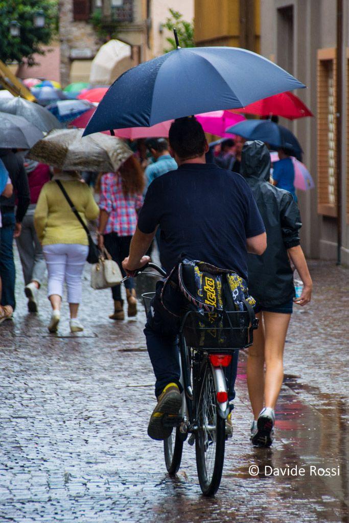 photographic notes: Pedalare sotto la pioggia #urbanphotography | Davide Rossi Fotografia