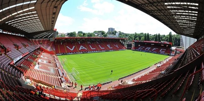 #London - Charlton Athletic Football Club - https://www.venuedirectory.com/venue/22000/charlton-athletic-football-club  The North Stand is the Largest suite, with spectacular views of the pitch and stadium offering natural daylight throughout. It is a fully stand alone #venue and has the flexibility to be used as one area or sub divided.  For a theatre-style presentation with workshop areas, the Millennium suite is a brilliant #space that can accommodate up to 200 #delegates.