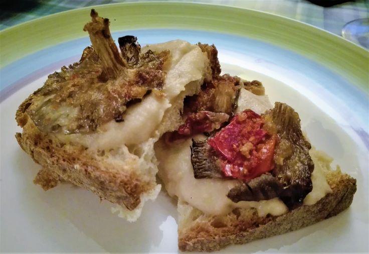 Bruschette vegetariane/vegane con crema di fagioli e funghi: una vero e proprio healthy fast food, ideale per adulti e bambini che non amano i legumi