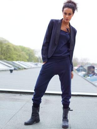 Stoer & vrouwelijk en draagt heerlijk! Nonchalant met een slipper, chique met een hak en jasje..
