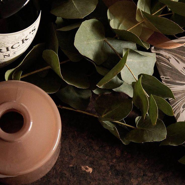 Wrapping gifts this evening.   Who's the lucky one?  #wrapping #weekend #christmasiscoming #christmasmood  #christmas #hendricksgin #eucalyptus # lovethecolours #thattimeoftheyear #pakjes #inpakken #feestmaand
