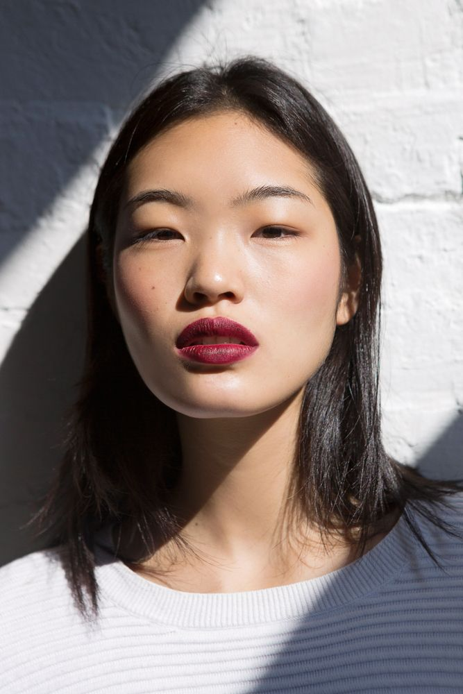 Dark red lips. Perfect with a basic look! I wear mine with a pair of mom jeans and a loose boyfriend t-shirt tucked in.