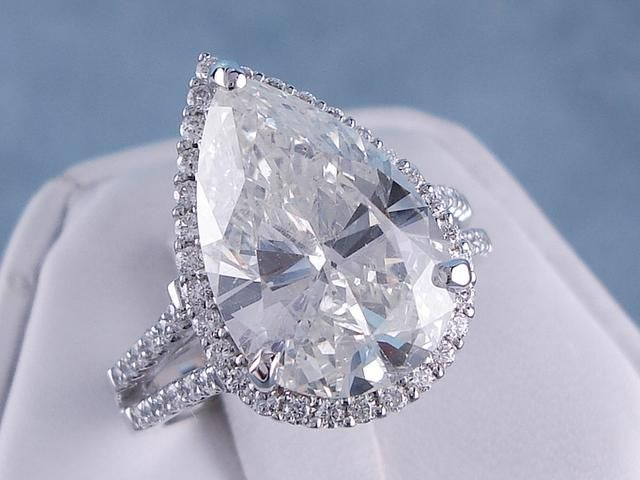 6 37 ctw Pear Shape Diamond Engagement Ring with a 5 47 ct H SI2 Pear Shape C
