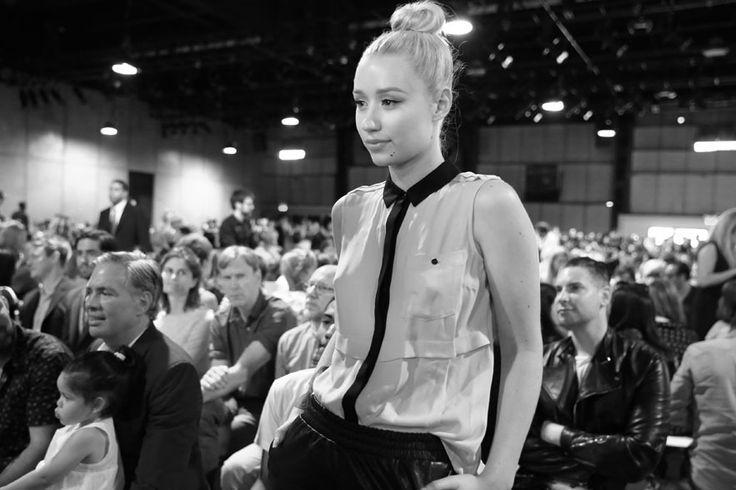 La chateuse Iggy Azalea arrive au défilé Marc by Marc Jacobs printemps-été 2014 http://www.vogue.fr/mode/en-vogue/diaporama/journal-de-la-fashion-week-printemps-ete-2014-a-new-york-jour-4/15150/image/826744#!le-journal-de-la-fashion-week-jour-4la-chateuse-iggy-azalea-arrive-au-defile-marc-by-marc-jacobs-printemps-ete-2014