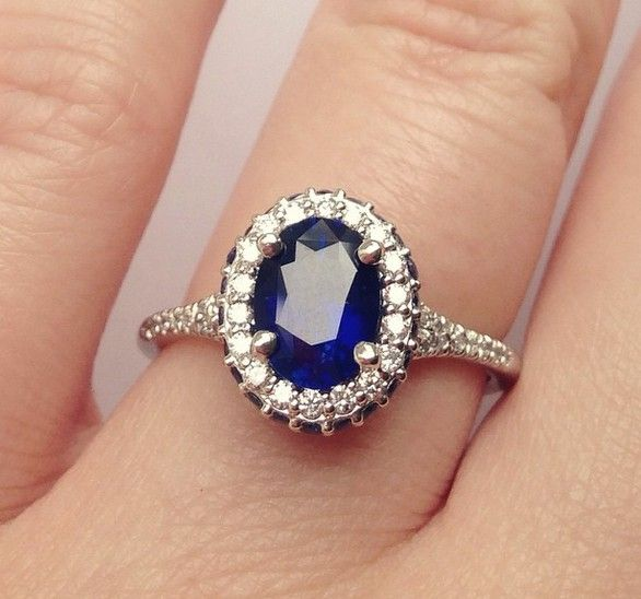 Sapphire and diamond engagement ring//