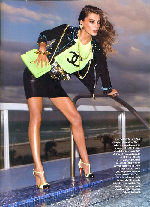 Daria Werbowy Chanel. I like the colors but don't sport labels like this. Needs to be plain 'graene!'