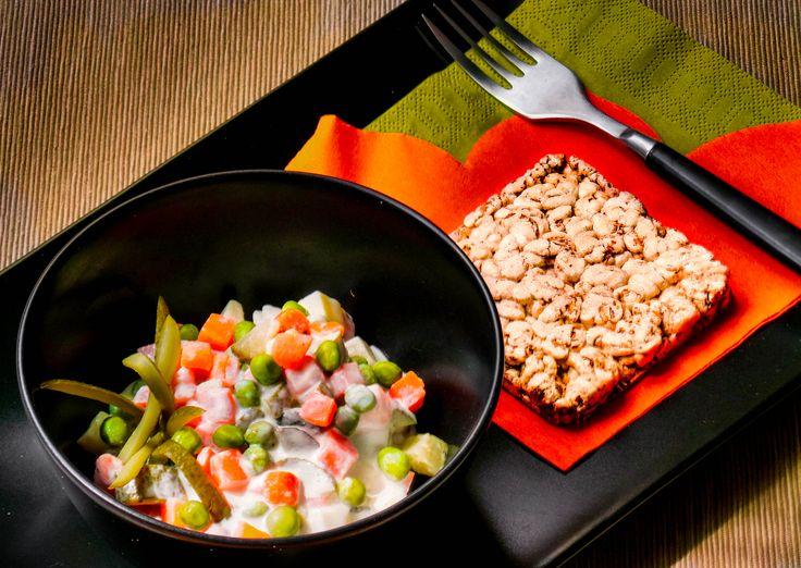 Franciasaláta light.  Recept és hozzávalók: http://kertkonyha.blog.hu/2014/08/29/franciasalata_light