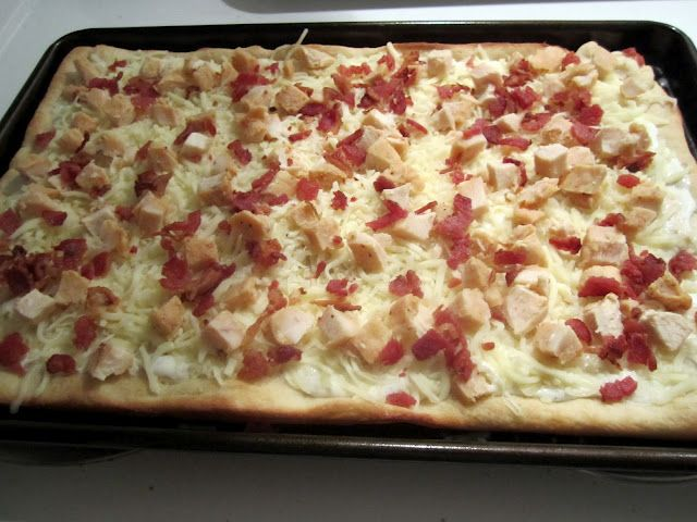 What's Cooking, Love?: Chicken Bacon Ranch Pizza