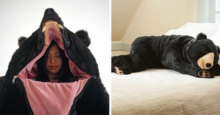 Es el artista japonés Eiko Ishizawa quien ha creado una bolsa de dormir de oso grizzly increíble que hace aún más genial la idea de salir a acampar o ir a una fiesta de pijamas. Fué inspiado en un oso real y hace que al usarlo parezca que te has convertido en un oso de verdad, puedes descansar en su boca luciedno completametne genial, seguro le sacarás un buen susto a algunos de tus amigos.Si cuentas con $ 2,350 dólares puedes adquirirlo. ¿Que te parece? COMPARTE