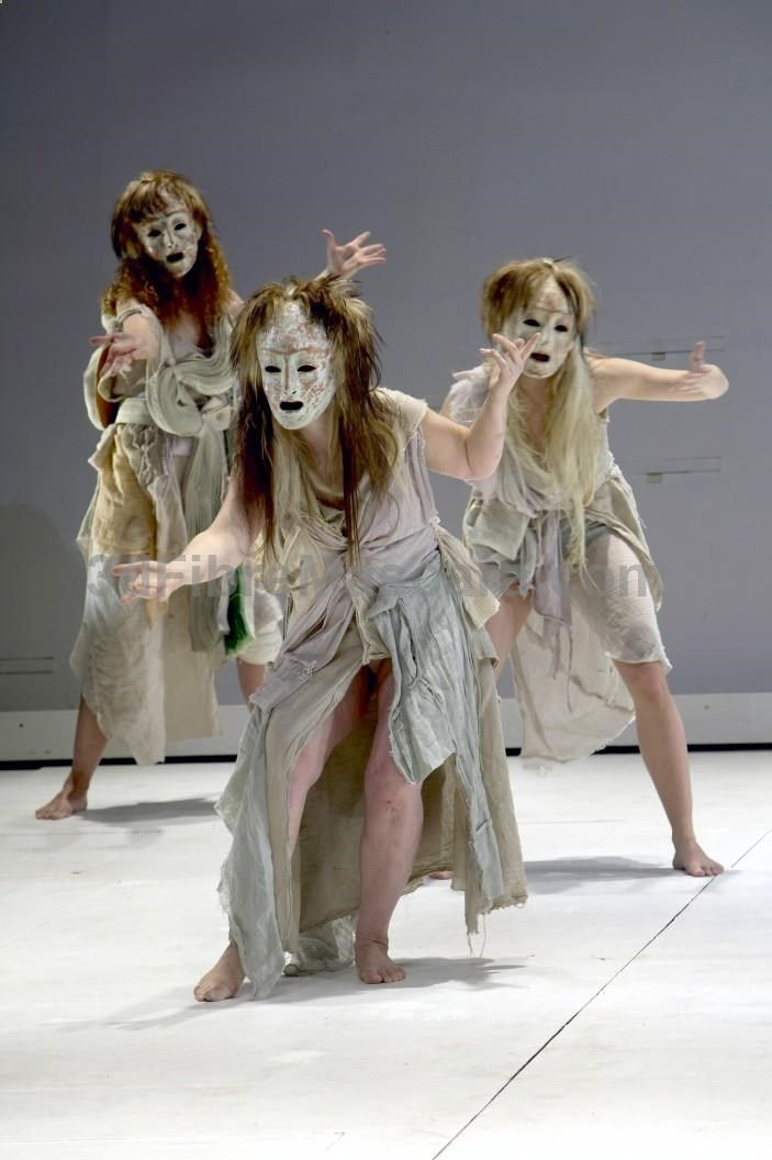 an overview of the role of chorus in ancient greek theatre Resource with three lesson plans and resources for ks3 drama students moving as a greek chorus and speaking as a greek chorus i recommend this for year 7 students as an introduction to greek theatre.