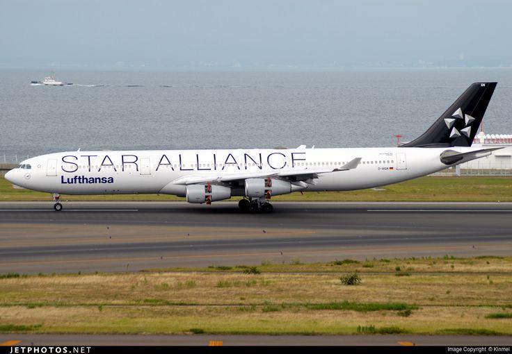Airbus A340-313, Lufthansa, D-AIGN, cn 213, 221 passengers, first flight 20.2.1998, Lufthansa delivered 12.3.1998. Active, for example 27.9.2016 flight Qingdao - Frankfurt. Foto: Nagoya, Japan, 16.8.2016.
