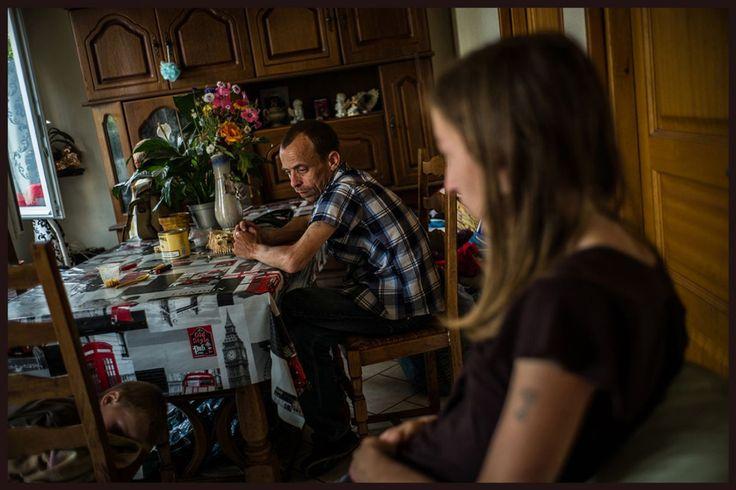 Après une période difficile de quatre ans, Jennifer a rencontré Freddy, père de son troisième enfant et qui l'aide à décrocher. Elle a maintenant récupéré ses deux autres enfants mais doit suivre un traitement à la méthadone. Elle est physiquement incapable de travailler.