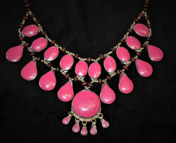 Tribal Halskette mit pinken Schmucksteinen Bib-Halskette