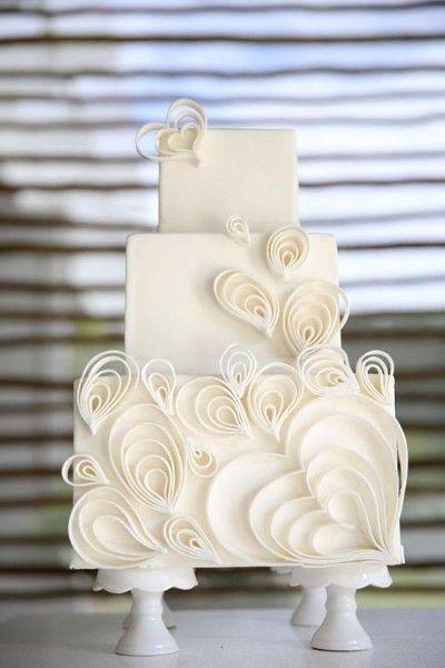torta matrimonio con decorazioni quilling bianche. white wedding cake #wedding