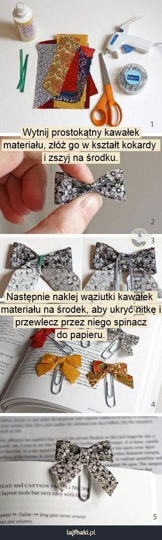 Zakładka do książki - Wytnij prostokątny kawałek%0Amateriału, złóż go w kształt kokardy %0Ai zszyj na środku.%0A%0A%0A%0A%0A%0A%0A%0A%0A%0A%0ANastępnie naklej wąziutki kawałek %0Amateriału na środek, aby ukryć nitkę i%0Aprzewlecz przez niego spinacz%0Ado papieru.%0A%0A