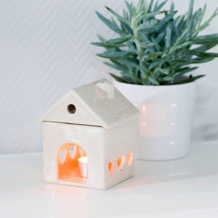 Podgrzewacz House Beige wys.14cm 11x10x14cm Podgrzewacz Abir Green wys. 13cm 12x12x13cm #decoration #candles #christmas #gift #interior #wnetrza #salon #sypialnia #nastroj #pomysł #ideas #dekoracje