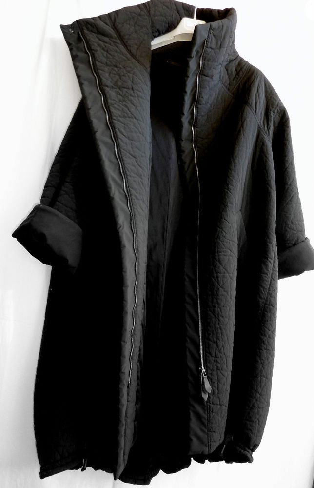 short sleeve texture funnel neck zip jacket cocoon coat minimal edgy urban @ ANNETTE GÖRTZ