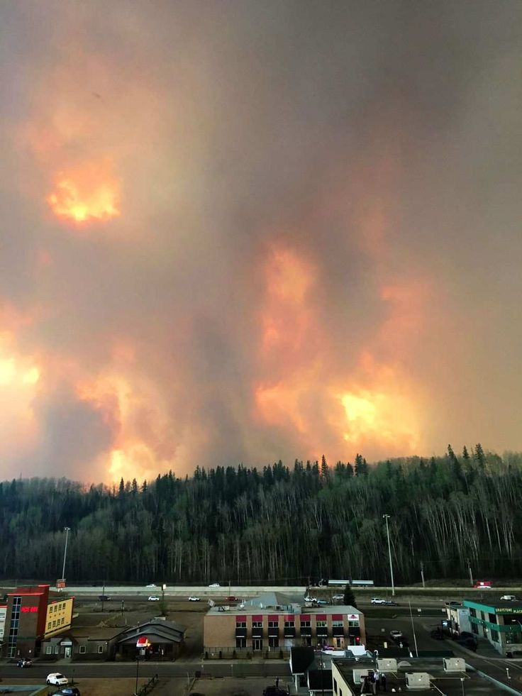 Wildfire burning in Fort McMurray, Alberta on May 3, 2016. #ymmfire