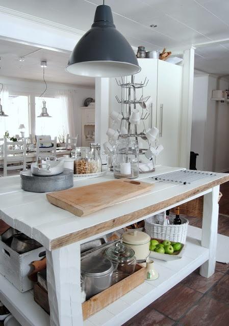 Hanna: isola di cucina rustica