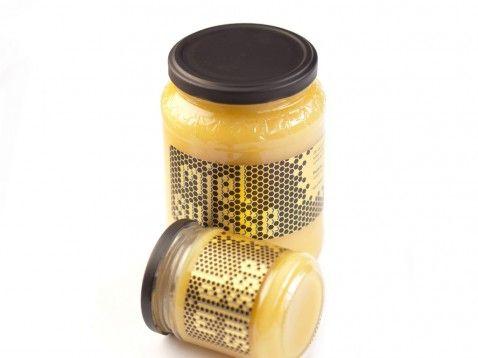 Conception graphique d'étiquettes originales et contemporaines pour des pots de miel.