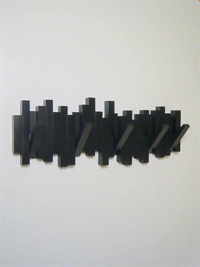 Sticks knagerækken m. 5 knager, design Luciano Lorenzatti/David Quan, knagerne kan vippes ud og ind, mat sort hård plast - ( incl. skruer og plugs ).
