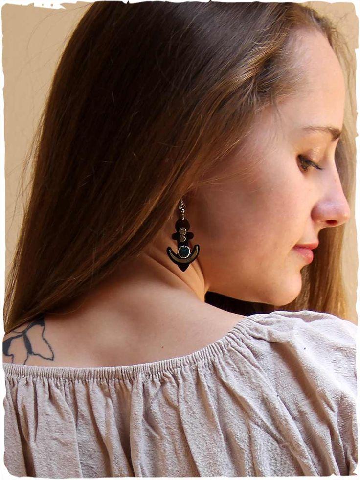 orecchini tribali  Questi splendidi #orecchini tribali sono scolpiti in corno naturale con una piccola pietra in #turchese peruviano e alpacca  #modaetnica #ethnicalfashion #lamamita #moda #fashion #italianfashion #style #italianstyle #fashionblog #fashionblogger #modaitaliana #lamamitafashion #moda2016 #fashion2016 #style #peruvianstyle #peru #accessories #earrings #turcheseperuviano