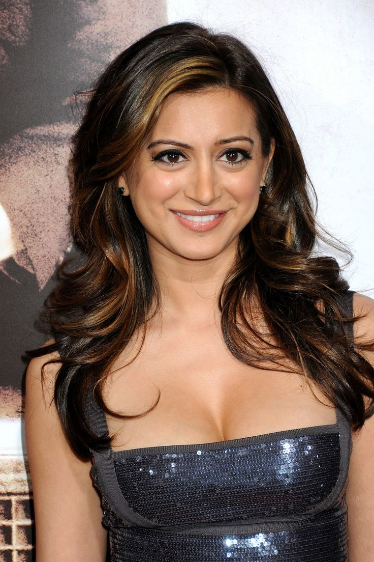 Noureen DeWulf Nude Photos 97