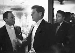 Kennedy Inauguration Snow | Jan 1961: Peter Lawford & Frank Sinatra at airport en route to work on ...