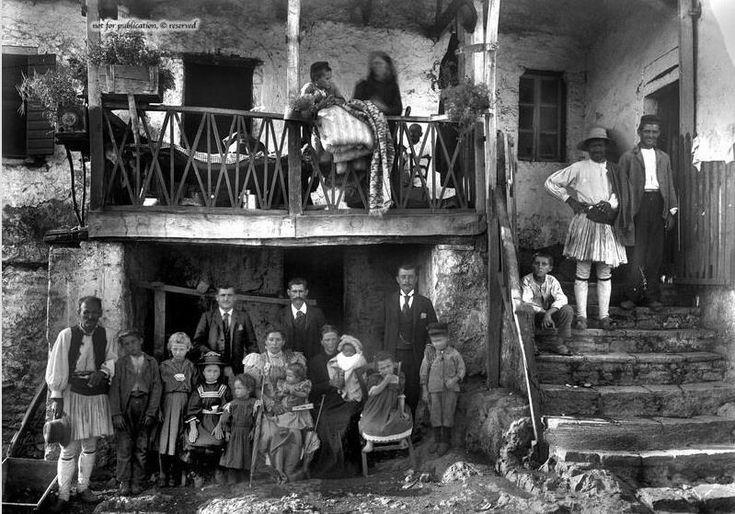 Griechische Familie in Astakos Ätolien-Akarnanien (Regionalbezirk), Dragameston. Nachlass Ferdinand Noack (1865-1931)  Uni-Koeln