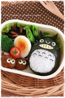 Totoro Onigiri Bento (Rice, Nori, Cheese, Kombu Kelp for Whiskers)|キャラ弁 could use an avocado shell for a bit of extra flavor