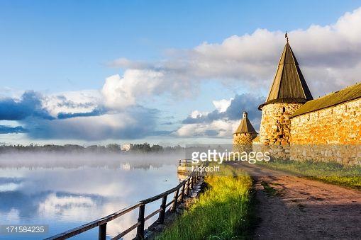 Solovetsky monasterio en temprano en la mañana