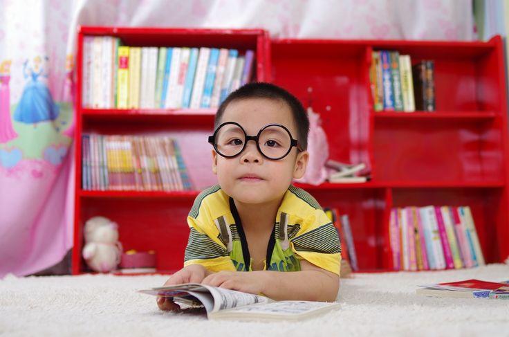 Rodzice, którzy widzą, że dziecko ma spore predyspozycje do szybkiego i bezbłędnego poznawania języka angielskiego powinni dokładnie zastanowić się, w jaki sposób chcą zmotywować malucha do nauki. Im zaś bardziej dziecko jest ciekawsze, tym lepiej. Natomiast, kiedy dziecko ma pewne opory to tym b... http://efirmowy.pl/co-robic-aby-dziecko-nauczylo-sie-jezyka-angielskiego/