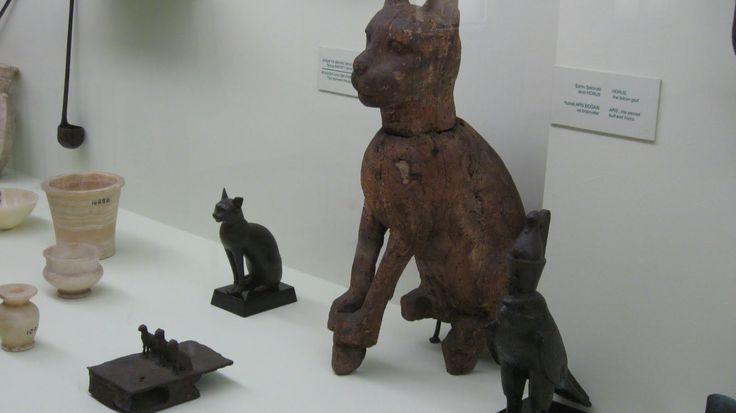Kamera; Güven Eski Şark Eserleri Müzesi Tanrıça Bastet Cinselliği, doğurganlığı, çocuklara şifa dağıtmayı, dans, müzik, ay ve analık, aşk tanrıçası.