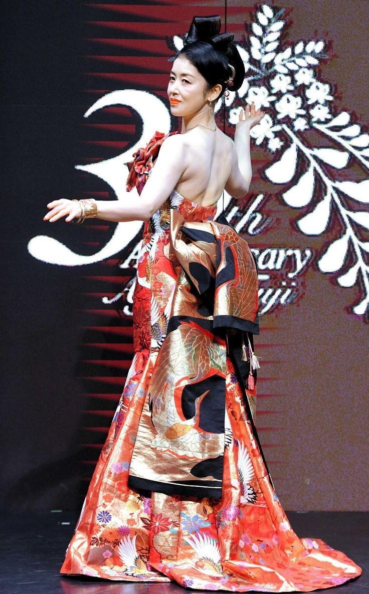 藤あや子のドレスは篠原ともえデザイン 背中ぱっくり「刺激が強すぎました?」 デイリースポーツ #藤あや子