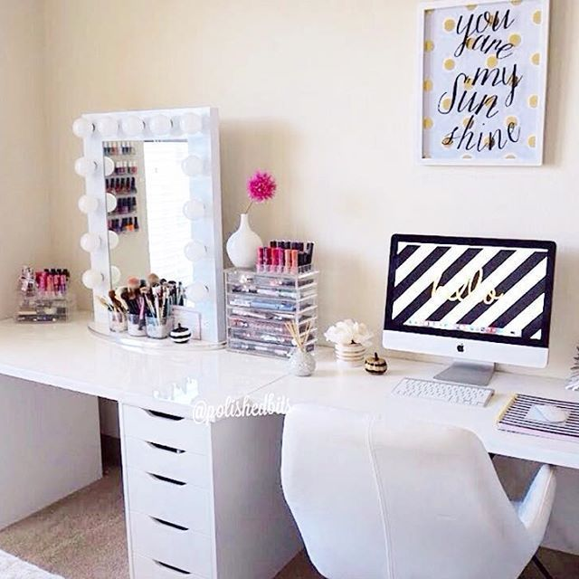 . definitely the setup I would want. One efficient space for getting work done and getting pretty!