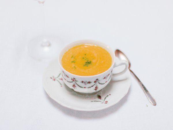 Zuppa di Zucca e Lime, un primo piatto esotico e di carattere per il pranzo di Natale.