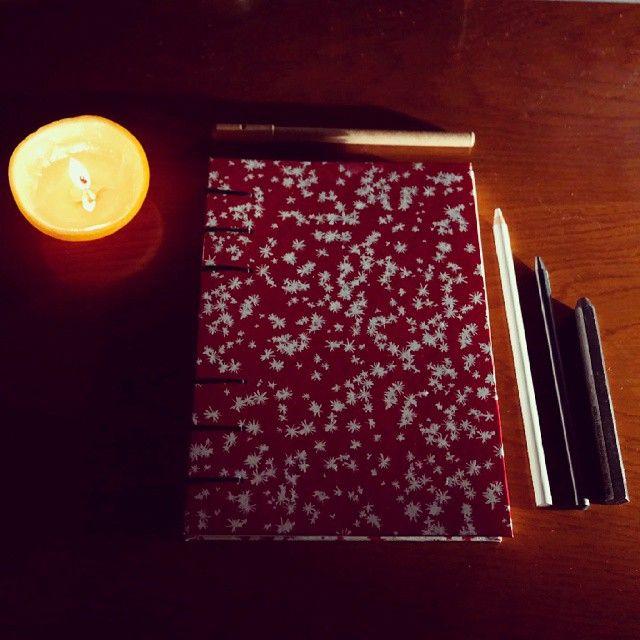 #de7tasarim #handmade #sketchbook #orangecandle handmade book with little orange candle portakal kabuğundan mumumuzla kırmızı defter de7tasarim's photo on Instagram