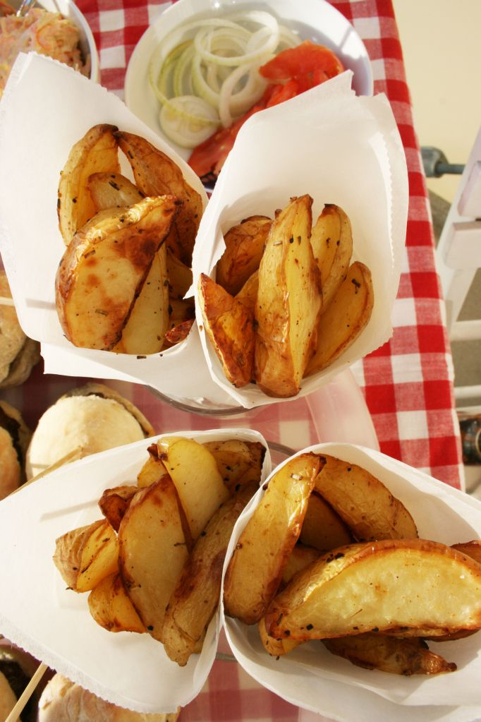 Use cones for the fries when barbequing - quick and easy!