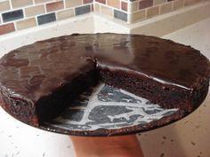 Bildiğiniz çikolatalaı pastaları unutun, bunun tadı bambaşka. Altı yoğun çikolatalı kek, üstünde bitter çikolatadan yapılmış bir sos. Çikol...