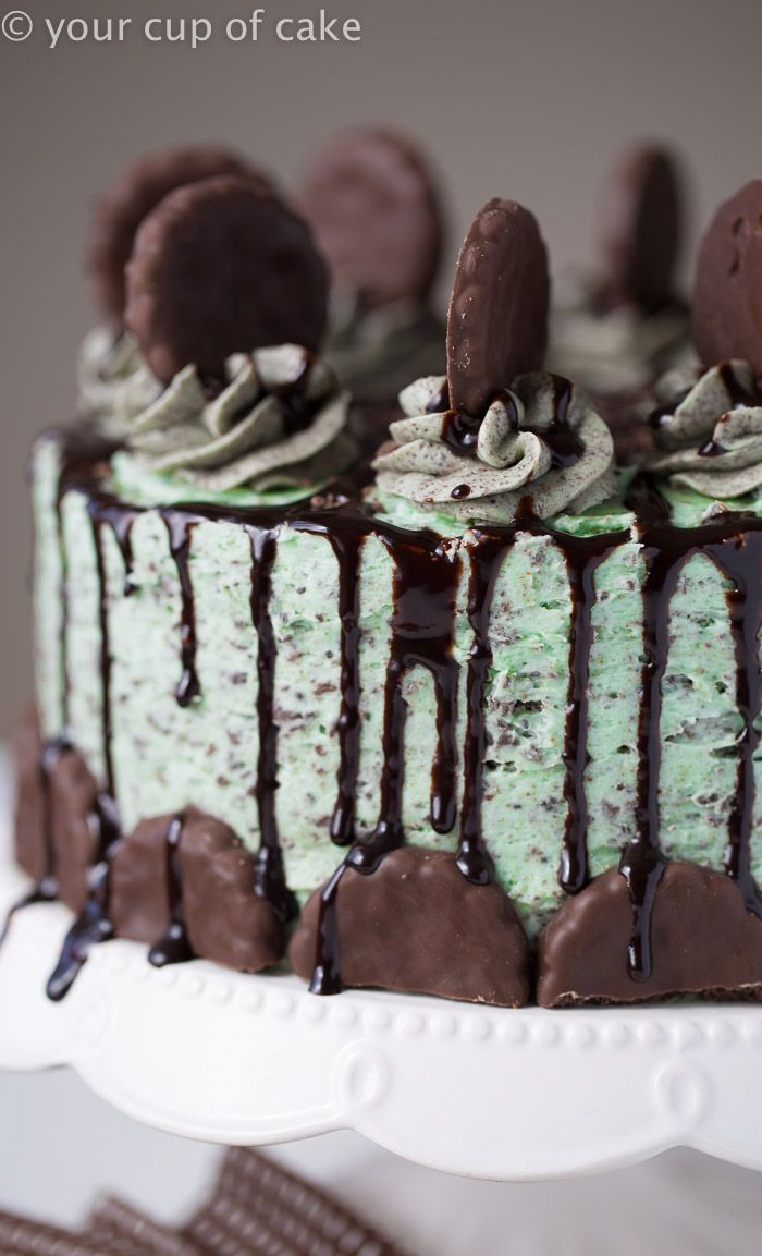 Chocolate Thin Mint Cake, yum! This recipe is super easy!