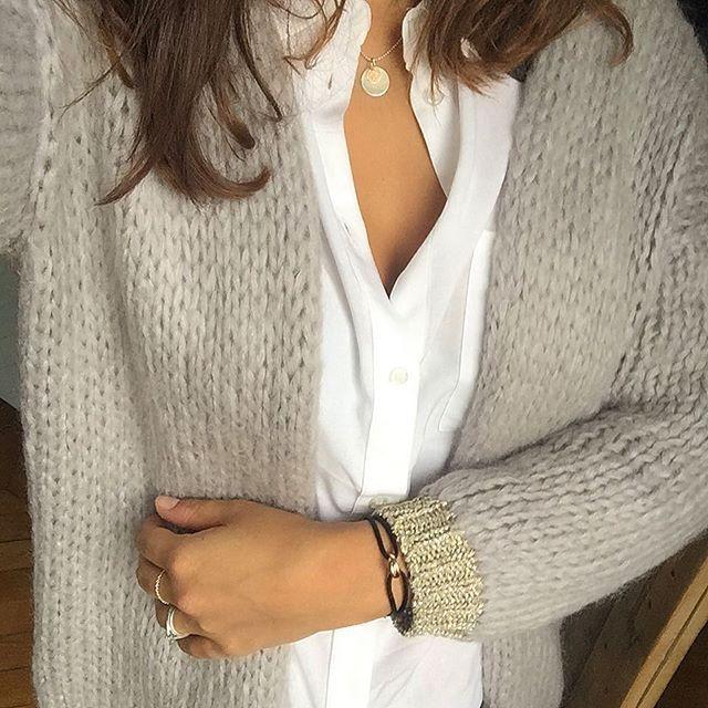 Weekend 👐🏼 • chemise : @hm #hm #hmtrend • gilet : @prettywireshop #prettywire • bracelet : @cartier #cartier • médaille : @lilichac (sur demande ) •  #tenuedujour #look #lookdujour #lookoftheday #outfit #ootd #style #mode #fashion #instadaily #instafashion #blogueusemode #instalook #fashionblogger #fashionblog #blogmode #monlook #styleoftheday #igmode #photooftheday #picoftheday #monlook #instagramer #wiw #cequejeporteaujourdhui