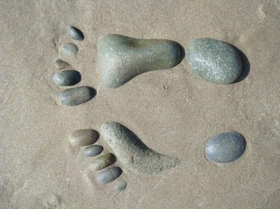 Newgale: stone feet on the beach!