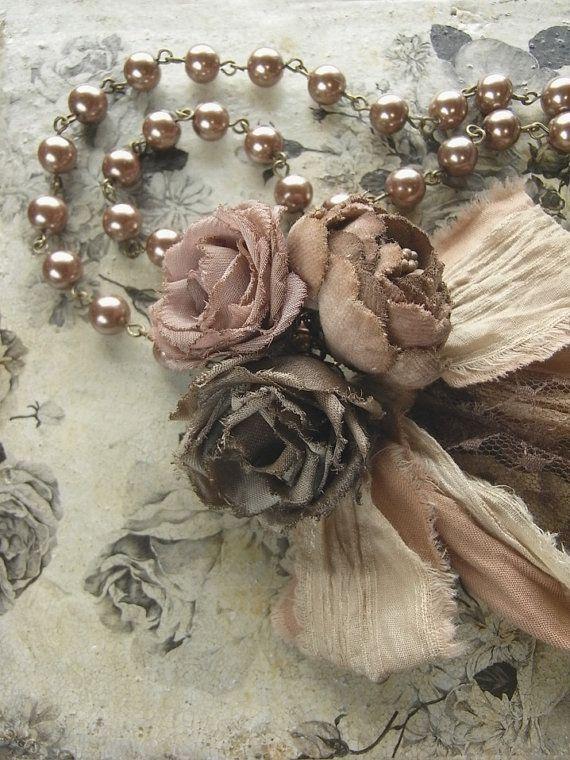 tinto a mano collana di perle - moka rosa - Petite bouquet