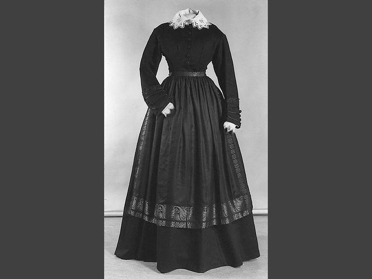Klänning i kläde, Skåne, 1860-70-tal. Malmö Museer, nr. MMT 000335